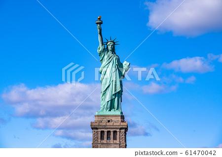 """""""紐約""""自由女神像和天空 61470042"""