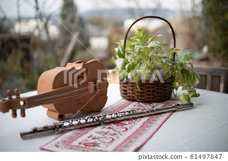 Table with flute 61497847