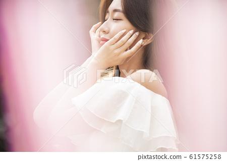 화려한 여성 인물 61575258