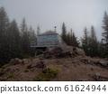 監視在霧中的魔鬼山頂監視房(美國俄勒岡州) 61624944