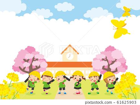 毕业于幼儿园前摆姿势的可爱孩子们 61625903