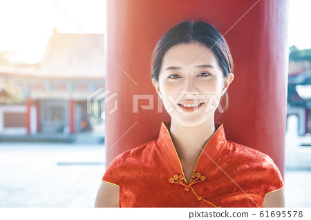 Asian young woman in old traditional Chinese 61695578