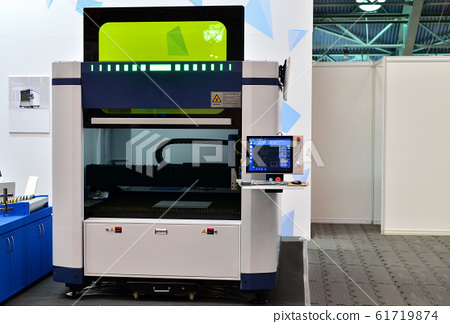 Professional Metal cutting fiber laser with covered workspace. 61719874