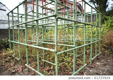 폐 공원의 정글짐 61725929