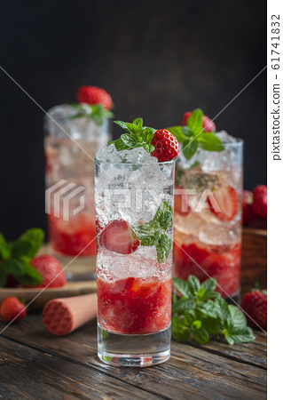 Mojito cocktail with strawberry 61741832