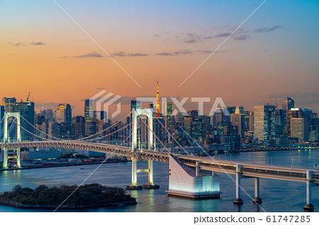 Magic hour of Rainbow Bridge seen from Hachitama [Tokyo] 61747285