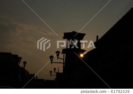 Setting sun 61782226