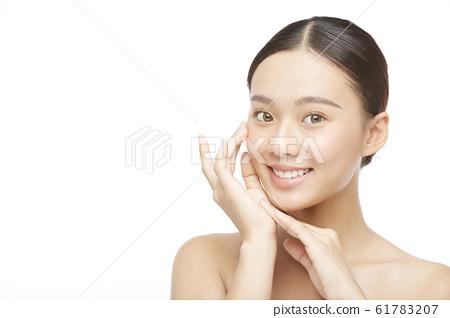 흰색 배경의 여성 뷰티 사진 61783207