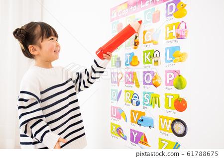 영어 공부를하는 아이 61788675