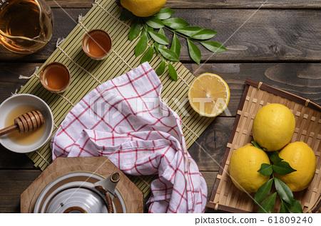 Hot tea with lemon and natural honey, 61809240