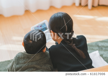 older sister and younger brother, game, gaming 61817006