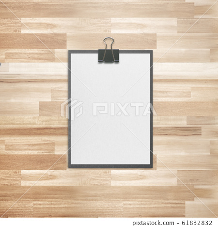 Circular board stationery on wooden background 61832832