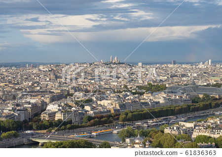 에펠탑에서 바라본 파리 시내 풍경 61836363