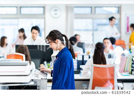 辦公室 61839542