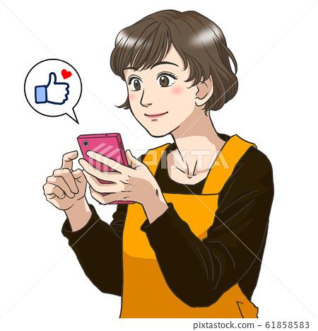 使用智能手機的主婦 61858583