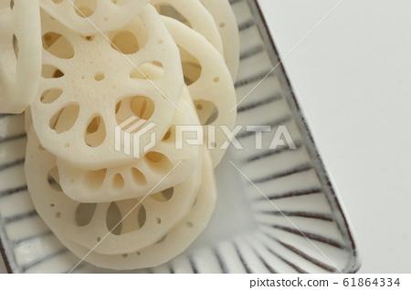 Sliced lotus root 61864334