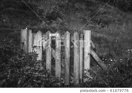 Wooden gate with no entrance message in german. 61879776