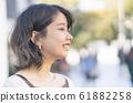 微笑的女人側面輪廓東京原宿 61882258