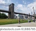 뉴욕의 다리 아래로 61886785