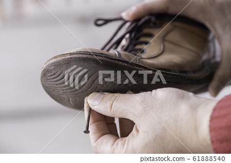 철 못이 박힌 신발 바닥 61888540
