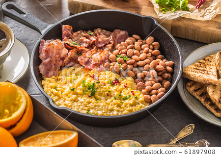 Full table of english breakfast. Scrambled eggs 61897908