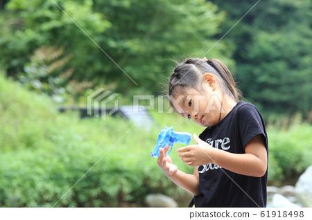享受夏天的女孩 61918498