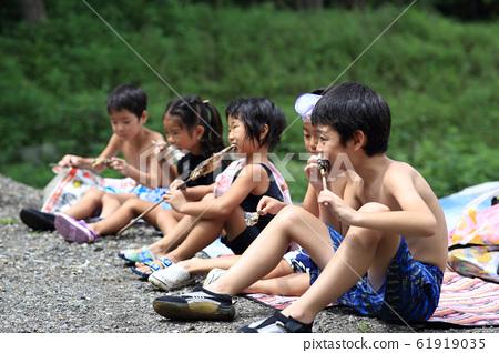 孩子們享受夏天 61919035
