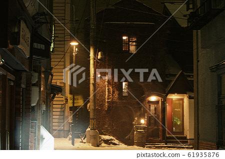 Night street corner 61935876