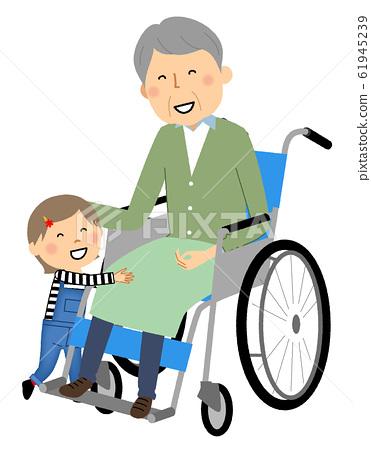 坐在輪椅上的年長兒童 61945239