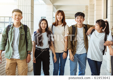 Group of happy students walking along the corridor 61953641