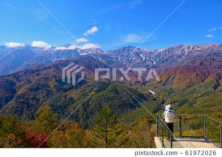 백마 마운틴 하버에서 북 알프스 백마 삼산을 희망한다. 하쿠바, 나가노, 일본. 10 월 하순. 61972026