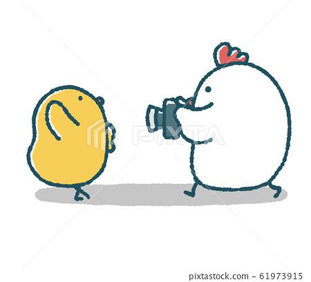 느슨한 닭은 병아리를 촬영 61973915