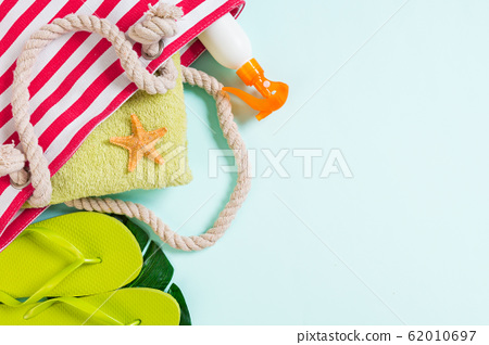 Summer bag background with copy space. Flat lay 62010697