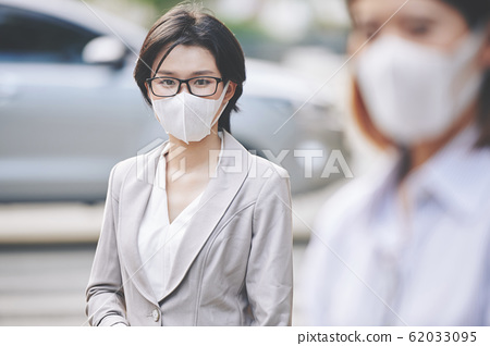 Businesswoman in infected city 62033095