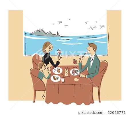 一家人在一家俯瞰大海的餐厅吃饭 62066771