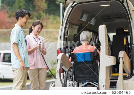 老人,看護人,福利車,接機 62084469