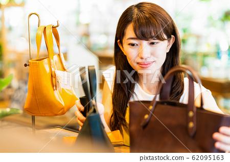 여성 점원 아르바이트 접객 의류 귀여운 캐주얼 62095163