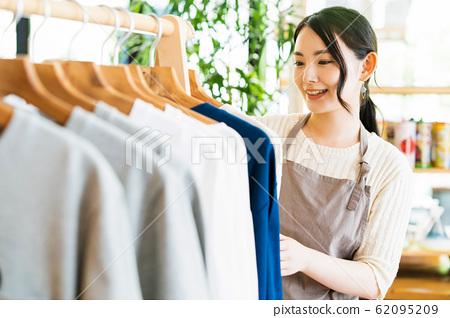 여성 점원 아르바이트 접객 의류 귀여운 캐주얼 62095209