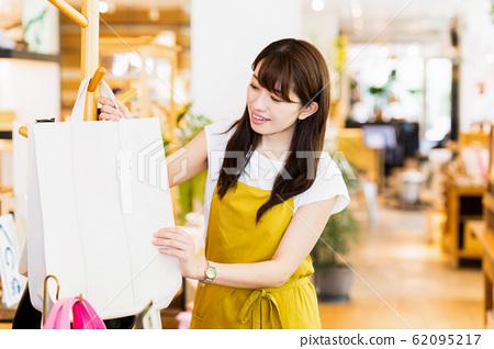 여성 점원 아르바이트 접객 의류 귀여운 캐주얼 62095217