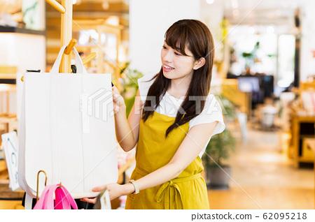 여성 점원 아르바이트 접객 의류 귀여운 캐주얼 62095218