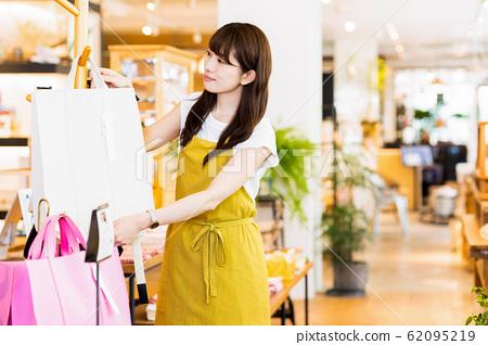 여성 점원 아르바이트 접객 의류 귀여운 캐주얼 62095219