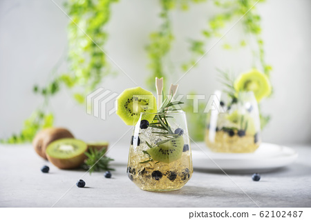 Summer cocktail with kiwi 62102487