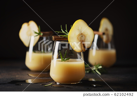 Healthy soft drink with pears 62102492