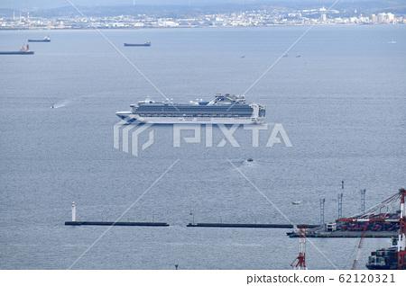 Yokohama cityscape in Japan: Quarantine work of a cruise ship carrying a new coronavirus-infected person continues off the coast of Yokohama Port on April 4 62120321