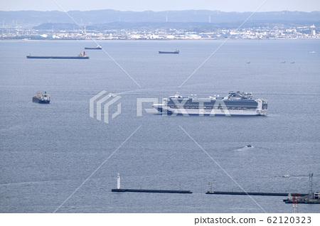 Yokohama cityscape in Japan: Quarantine work of a cruise ship carrying a new coronavirus-infected person continues off the coast of Yokohama Port on April 4 62120323