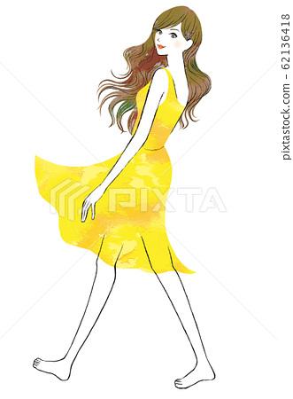 穿著黃色衣服的女人 62136418