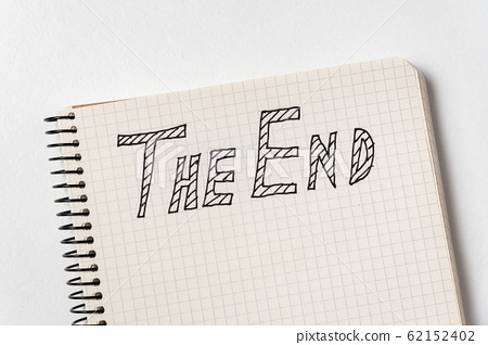 Notepad with the words The End on white 62152402