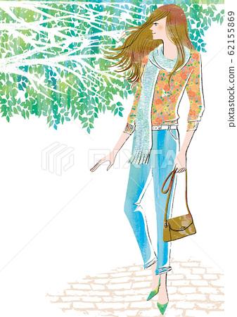 一個女人在新鮮的綠色季節外出 62155869