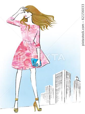 女人看着建筑城市中的天空 62156033