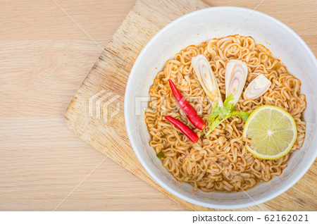 Hot and spicy instant noodle 62162021